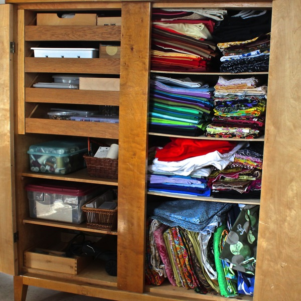Interior of smaller wardrobe 3