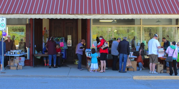 Crowd at booksale
