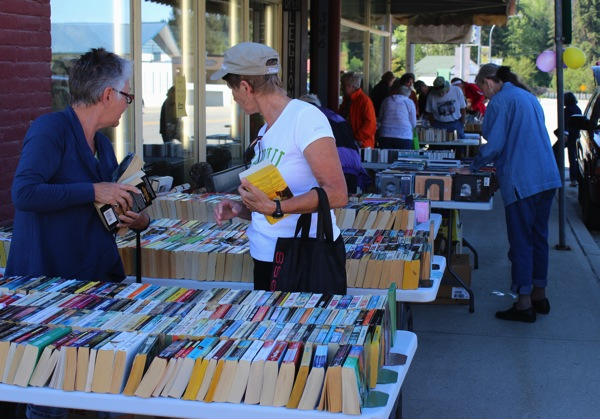 Booksale from sidewalk